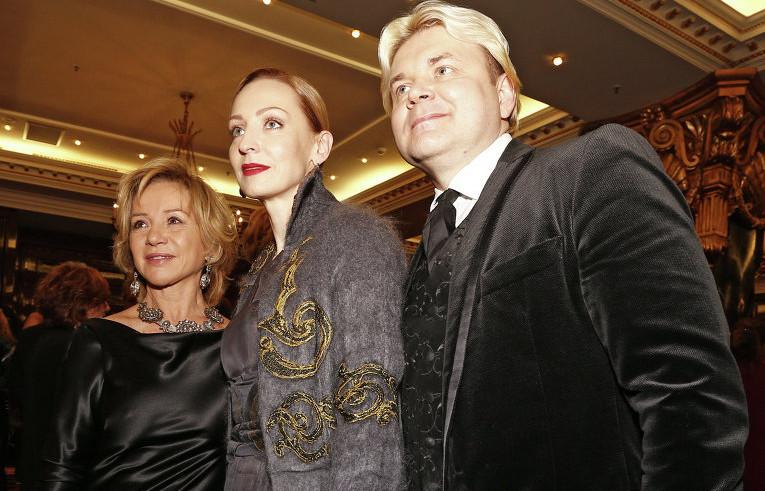 Фото Илзе Лиепа с братом Андрисом и модельером Альбертой Феретти