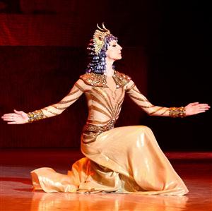 Фото балерины Илзе Лиепа на сцене в образе Иды Рубинштейн
