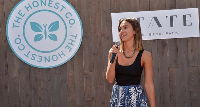 Джессика Альба фото во время рекламной акции солнцезащитных кремов