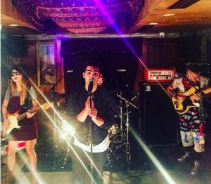 Джо Джонас со своей группой DNCE