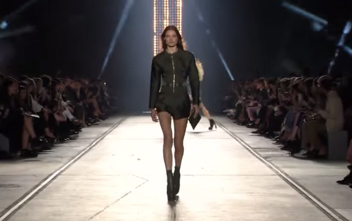 Неделя моды в Милане весна-лето 2016: видео показа Версаче
