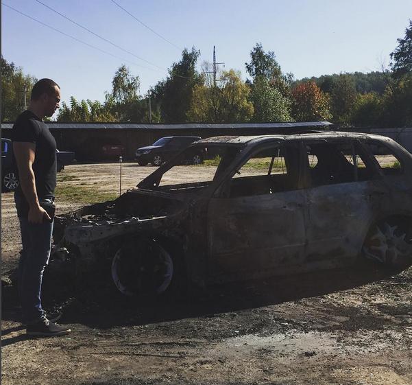 Фото из Инстаграма Михаила Терехина: сгоревшая полностью машина, сентябрь 2015