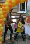 Иван Ургант с женой Натальей Кикнадзе ведут дочь в школу 1.09.2015