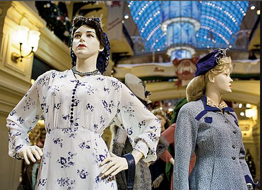 Фото платьев из коллекции А. Васильева с выставки 2014 года