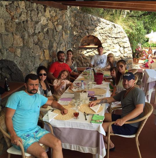 Александр Овечкин в кругу семьи своей невесты фото Инстаграм