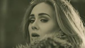 Певица Адель, кадр из клипа на песню Hello