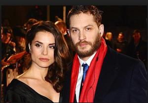 Том Харди фото с женой Шарлоттой Райли