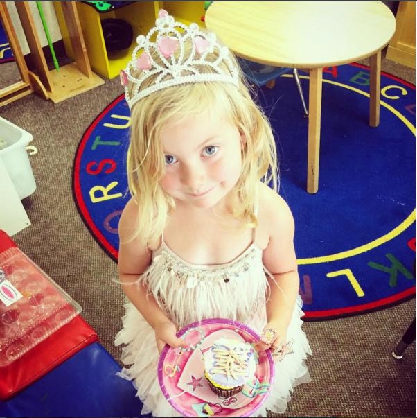 Дочь Тори Спеллинг Хэтти в день рождения (4 года), фото октябрь 2015 Инстаграм