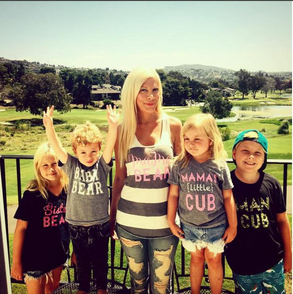 Тори Спеллинг с детьми фото сделано летом 2015 Инстаграм