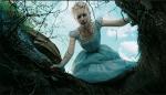 Миа Васиковски в роли Алисы в фильме Тима Бертона 2010 года