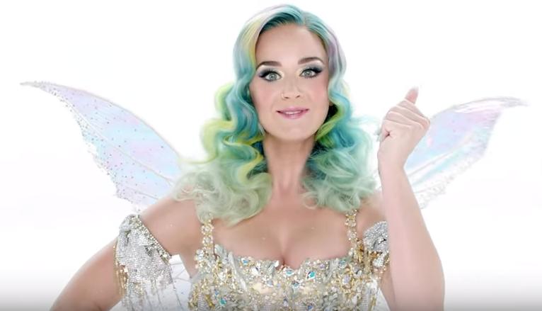 Кэти Перри в новогоднем рекламном клипе для сети магазинов одежды H&M