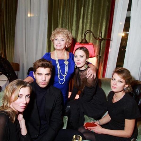 Фото Людмилы Нарусовой с гостями на дне рождения Ксении Собчак 5.11.2015