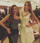 София Вергара с гостьей свадьбы фото из Инстаграма