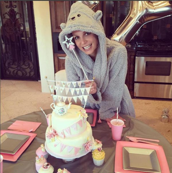 Бритни Спирс фото в день рождения 2.12.2015