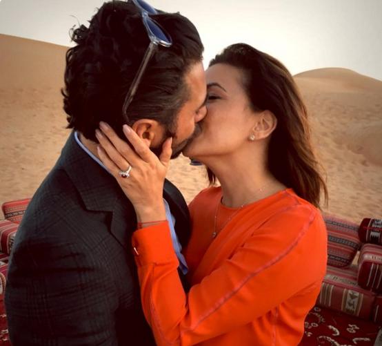 Ева Лонгория и Хосе Антонио Бастон, на фото на безымянном пальце заметно кольцо с крупным камнем