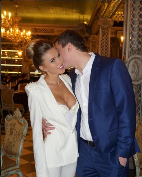 Фото Анастасии Ковалевой с мужем в день бракосочетания