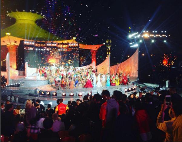 Фото конкурсанток на сцене, Мисс Мира - 2015
