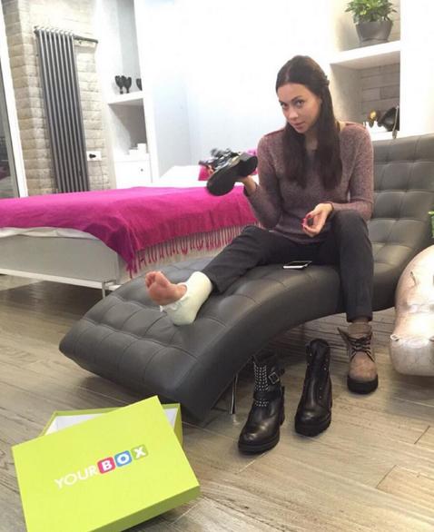 Настасья Самбурская получила травму ноги, фото из Инстаграма