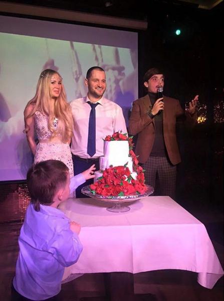 Фото в день свадьбы Алексея Самсонова и Юли Щаулиной. Ведущим вечера был Евгений Кузин