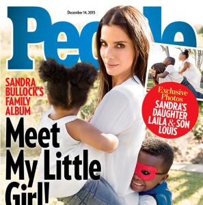 Фото декабрьской обложки журнала People изображением Сандры буллок и её приемных детей