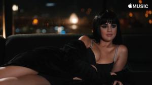 "Селена Гомес кадр из клипа на песню ""Hands to Myself"""