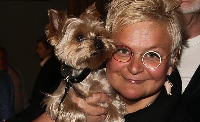 Фото Светланы Конеген с любимой собачкой
