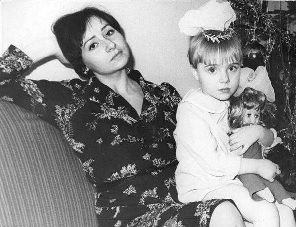 Тутта Ларсен (Татьяна Романенко) фото с мамой в детстве