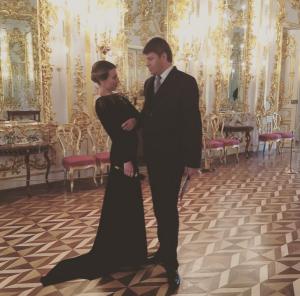 Телеведущая Яна Чурикова с Дмитрием Губерниевым во время какого-то торжественного мероприятия