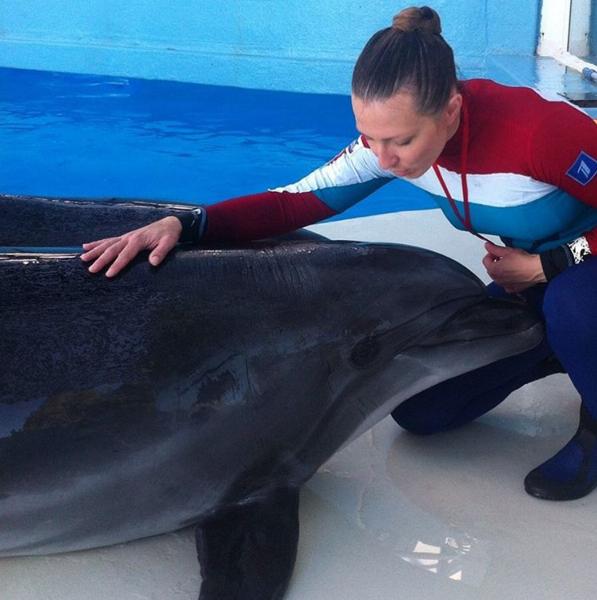 Яна Чурикова фото из Инстаграма во время съёмок с дельфинами