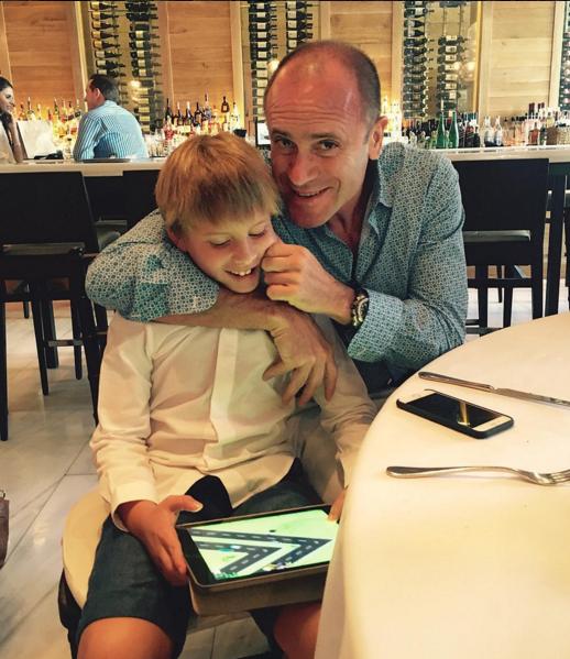 Муж Юлии Бордовских Алексей Кравцов на фото с сыном Фёдором