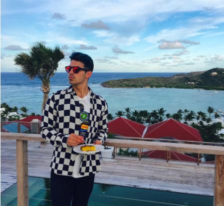 Джо Джонас в 2016 попал в Топ 40 хит-парада Billboard, видео «Cake By The Ocean»