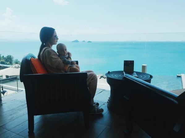 Саша Зверева фото январь 2016 с сыном Левой в Таиланде