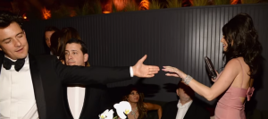 Кэти Перри и Орландо Блум танцуют на вечеринке, фото 2016