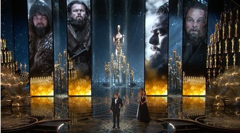Фото Леонардо Ди Каприо во время церемонии вручения премий Оскар 2016