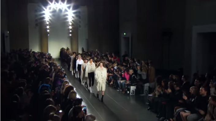 Неделя моды в Лондоне, видео показов  Mulberry, Topshop,  Vivienne Westwood