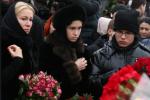 Фото Екатерины Одинцовой с детьми на прощании с Борисом Немцовым
