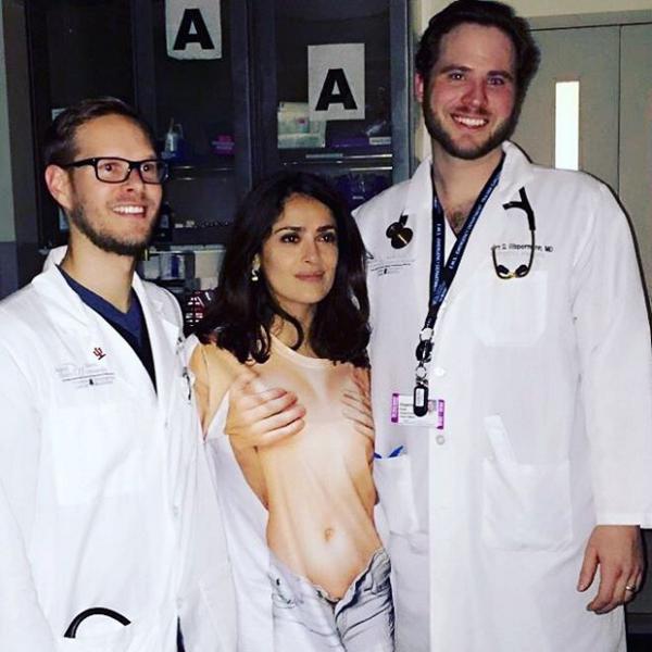 Фото Сальмы Хайек в больнице после травмы февраль 2016
