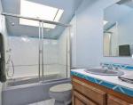 Фото ещё одной ванной комнаты в доме Тори Спеллинг