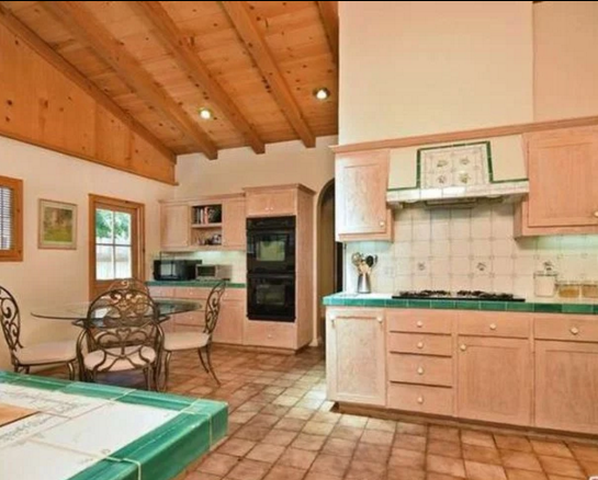Новый дом Тори Спеллинг 2016: фото кухни