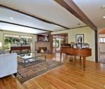 Гостиная в доме Тори Спеллинг в Энсино, Калифорния
