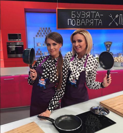 Ольга Бузова и её сестра Анна Бузова на съёмках кулинарного шоу ТНТ, фото из Инстаграма