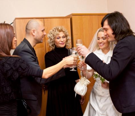 Рустам Солнцев с Татьяной в день свадьбы, на фото рядом с невестой - мама Рустама