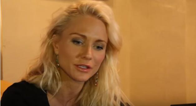 Катя Гордон  сделала пластику носа (ринопластику)
