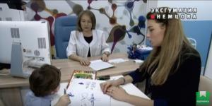 Фото Екатерины Ифтоди с сынов в кабинете у эксперта