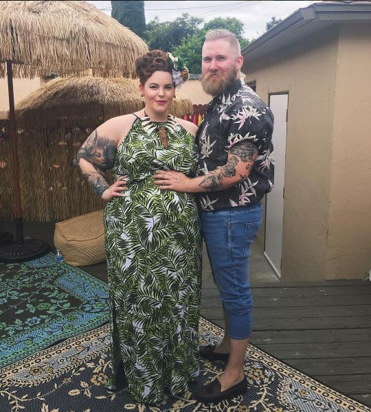 Модель размера плюс Тесс Холидей со своим партнёром Ником Холидеем на Гавайях май 2016