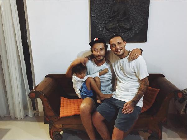 Фото Алексея Долматова (рэпера Гуфа) с сыном Сэмом и нынешним мужем Айзы Дмитрием Анохиным на Бали, июнь 2016
