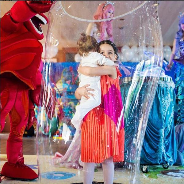 Маруся Бородина со своей сестрой Теей, фото со дня рождения 2016
