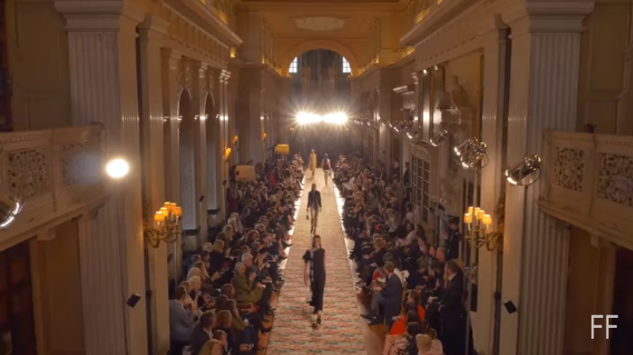 Dior представил круизную коллекцию 2017 года, видео