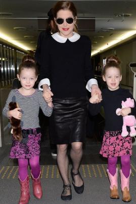 Лиза Пресли фото с младшими дочерьми