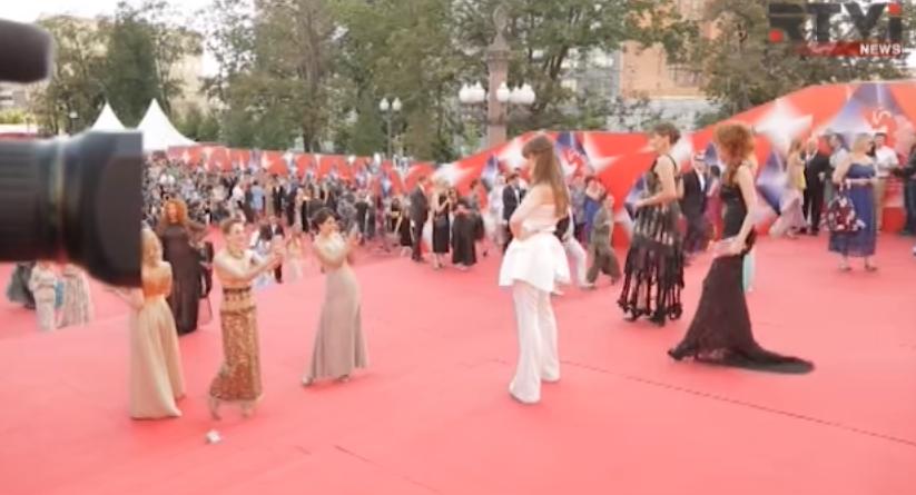 Открытие Московского кинофестиваля 2016: красная дорожка, видео